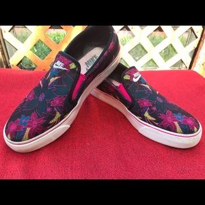 Nike Floral Shoes 🌸